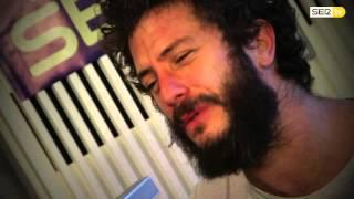 La actuación en acústico de Juanito Makandé para la Cadena SER.