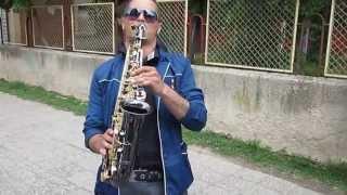 Радо (12 Б клас) свири на саксофон на изпращането на випуск 2013, 14.05.13г