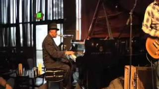 Pinetop Perkins Plays Live