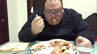 Il video della pizza a velocità regolare width=