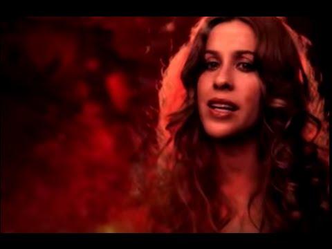 alanis-morissette-underneath-video-alanis-morissette-1407893148