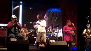Playing For Change - Don't Worry - Live Bourbon Street Fest 19/08/2012