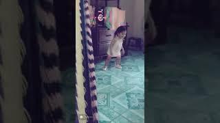 Niña Bailando-Pa' Arriba Pa' Abajo Lento