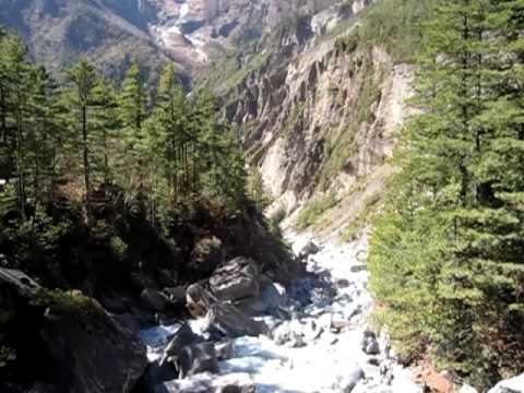 Annapurna Circuit – Crossing a Bridge near Pisang