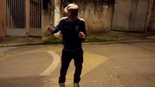 Dançando a música J.E.N.N.I.F.E.R (Trinidad Cardona)