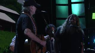 Willie Nelson & Family - It's All Going to Pot (Live at Farm Aid 2017)