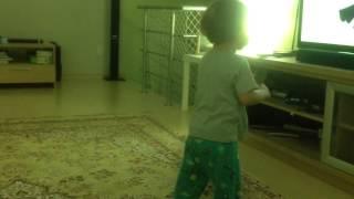 1 Parte Lorenzo dancando e Melina brincando