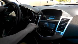 Mama peliando en el carro por el volumen