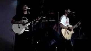 2moro singing Peng You Chu Qu Zou Zou at Sg Wang 30th Anni.