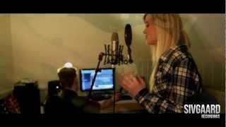 Aura Dione - Friends (Stine Woller Cover) (Music Video)