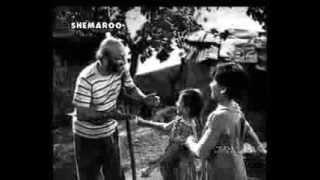NANHE MUNNE BACCHE - ASHA BHONSLE -MOHD. RAFI -SHAILENDRA -SHANKER JAIKISHAN ( BOOT POLISH 1954) width=