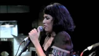 "dlb feat. Clara Moreno - ""La Musique"" na choperia do Sesc Pompeia"