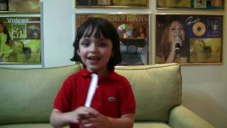 Hadassa, filha de PG,  canta e encanta