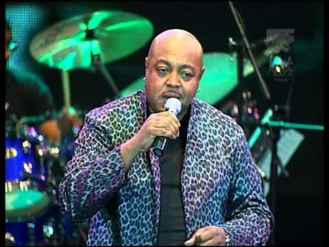 peabo-bryson-by-the-time-this-night-is-over-live-at-java-jazz-festival-2009-javajazzfest
