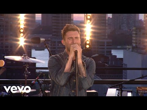 maroon-5-misery-vevo-summer-sets-maroon5vevo