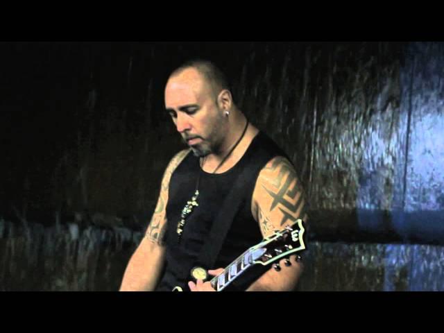 """Videoclip oficial de la canción """"A Capa y Espada"""" de Fausto Taranto."""