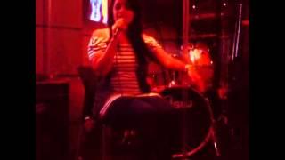 CINTYA O - Ironic (cover Alanis Morissette) (Live Café Rock)