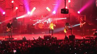 "Paramore- ""Emergency"" (HD) Live in Philadelphia on October 17, 2009"