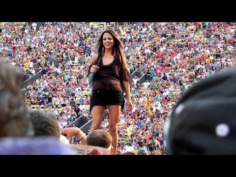 sara-evans-anywhere-live-at-bayou-country-superfest-baton-rouge-la-5-27-2012-sarafan1971