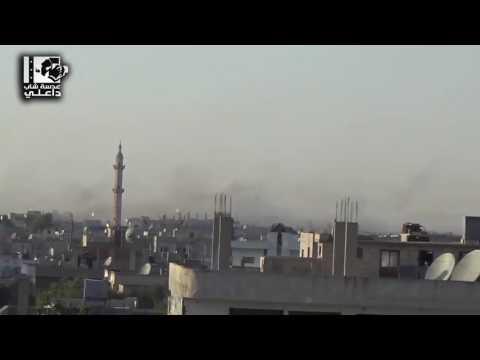 لحظة استهداف داعل بريف درعا بالبراميل المتفجرة  في ثاني أيام العيد
