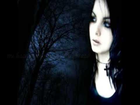 In Love With The Darkness En Espanol de Xandria Letra y Video