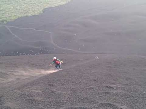 Explore Nicaragua Tours volcano bording cerro negro Nicaragua 2