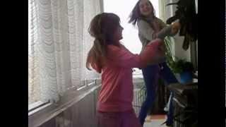 Dans By Karina ( karinutsa vloog ) and Elena ( curcubeu la toaster )