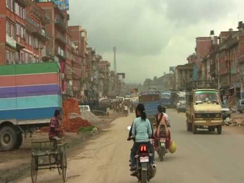 Driving through a city in Nepal, round the world trip of David and Ronnie