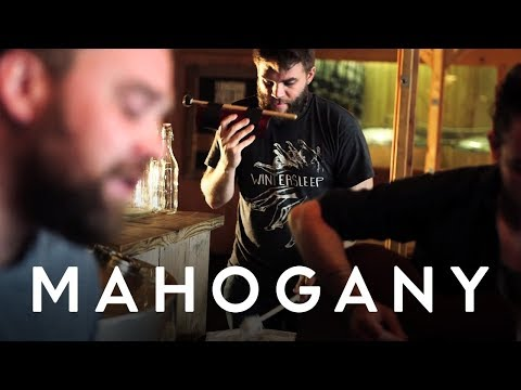 frightened-rabbit-the-woodpile-mahogany-session-the-mahogany-sessions