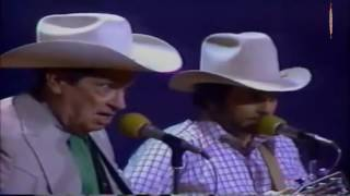 Ernest Tubb & Merle Haggard - Walking the Floor Over You(LIVE)