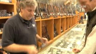 Người dân Mỹ rầm rộ mua súng trước ngày bầu cử