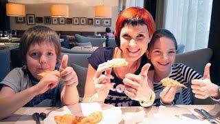 Капуки Кануки Live. Адриан и Света делают пиццу в кафе. Маша пробует пиццу