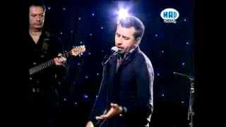 """Θάνος Πετρέλης """"Είσαι Ανύπαρκτη"""" LIVE @ Mad For Greekz (21/12/13)"""