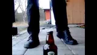 1 Corinthiano abrindo cerveja