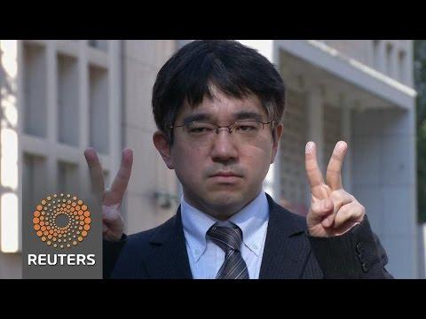 'Peace' signs risk fingerprint theft, says Japanese study