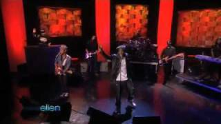 B.O.B ft. Bruno Mars - nothin' on you (live in ellen)