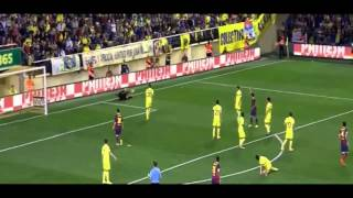 Daniel Alves (FC Barcelona) confronts racism and eats thrown banana!!
