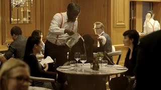 Surprise flash mob marriage proposal: Man books out entire restaurant!