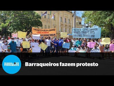 Comerciantes de praias do estado protestam em frente ao Palácio