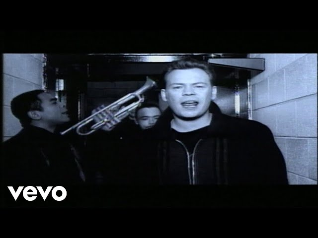 Video oficial de UB40 (I can't help) falling in love with you