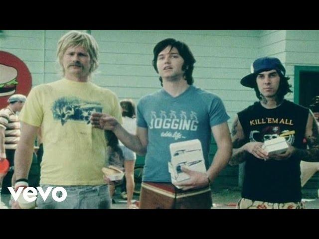 """Videoclip oficial de la canción """"First Date"""" de Blink 182."""