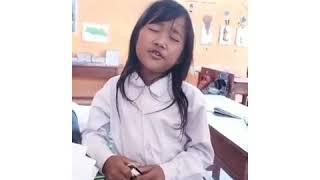 Zainatul hayat anak SD yang memiliki suara emas, nyanyi lagu Rita Sugiarto