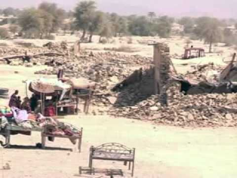 Pakistan: les rescapés attendent l'aide après le séisme