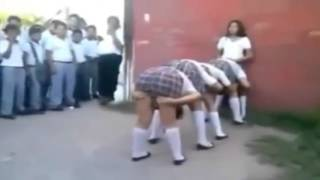 Mira que le hacen a estas chicas en el colegio