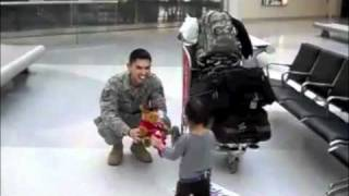 TISSUE REQUIRED VIDEO - Daddy's Home from Iraq!