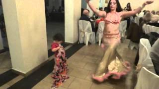 Josefina bailando árabe cumple 90