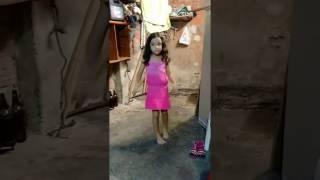 Ela dança até sem música