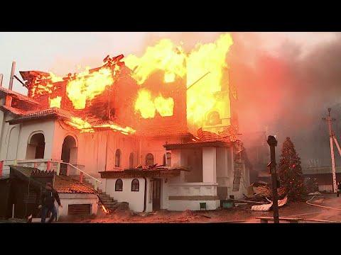 В Подмосковье в Одинцовском районе горит крупный гостиничный комплекс.