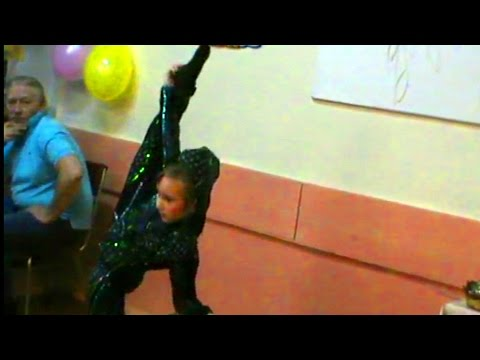 Absolutely Talented  Contortionists  Show  Incredible  Stretching Routine  Including  Splits