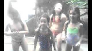 Maria Eduarda, Lívia, Laura e Gaby dançando Lady Gaga
